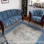 1 Sofa/3 + 1 Sessel mit sichtbaren Vorderstollen aus Mahagoni